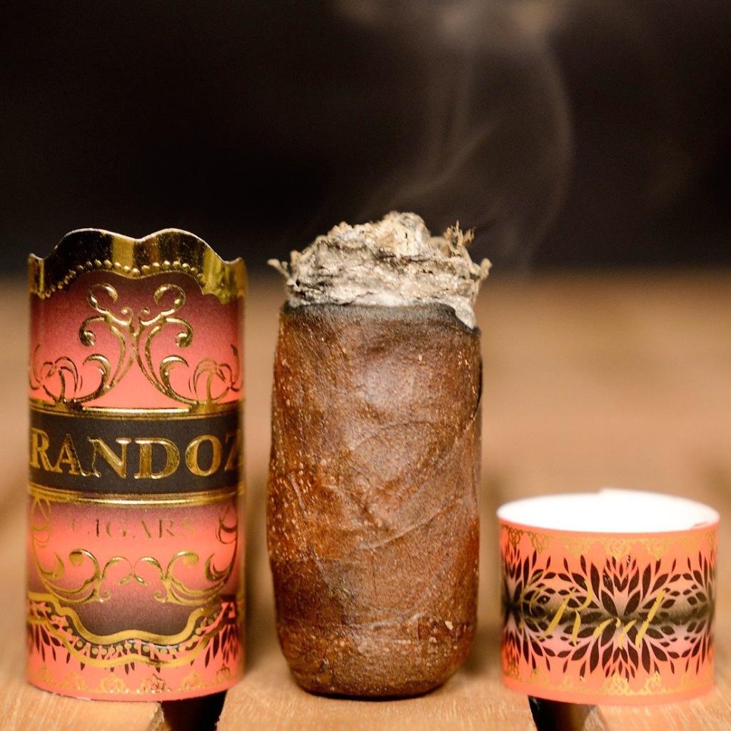 Långt rökt cigarr